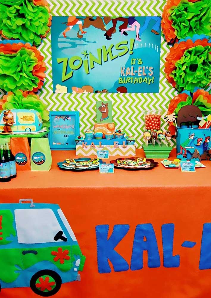Tema de festa infantil Scooby Doo: a mesa do bolo é o grande destaque