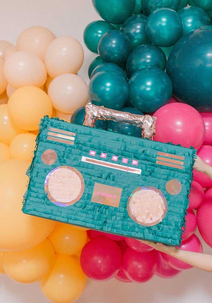 O rádio não pode ficar de fora da festa infantil anos 80
