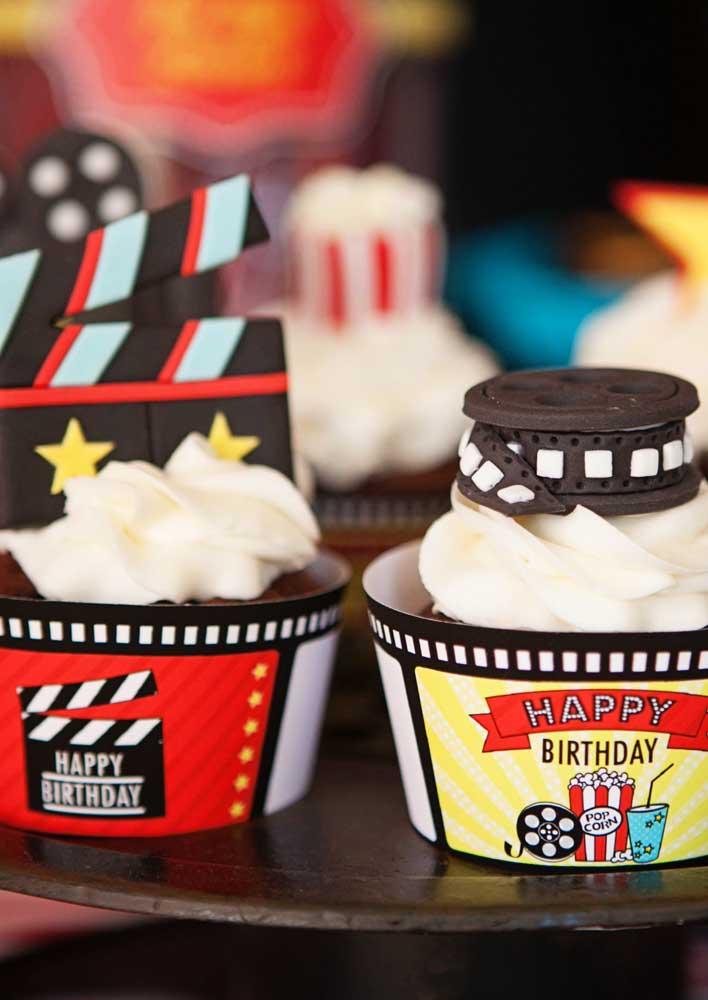Os cupcakes também vem com decoração temática