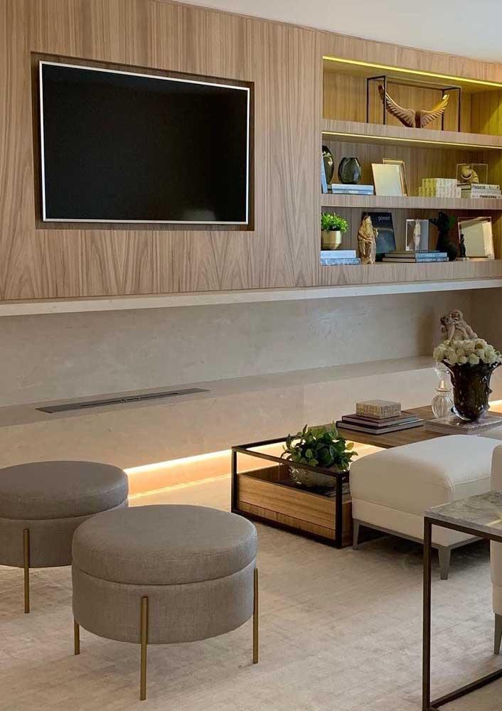 Painel para sala com iluminação em um visual clean e moderno