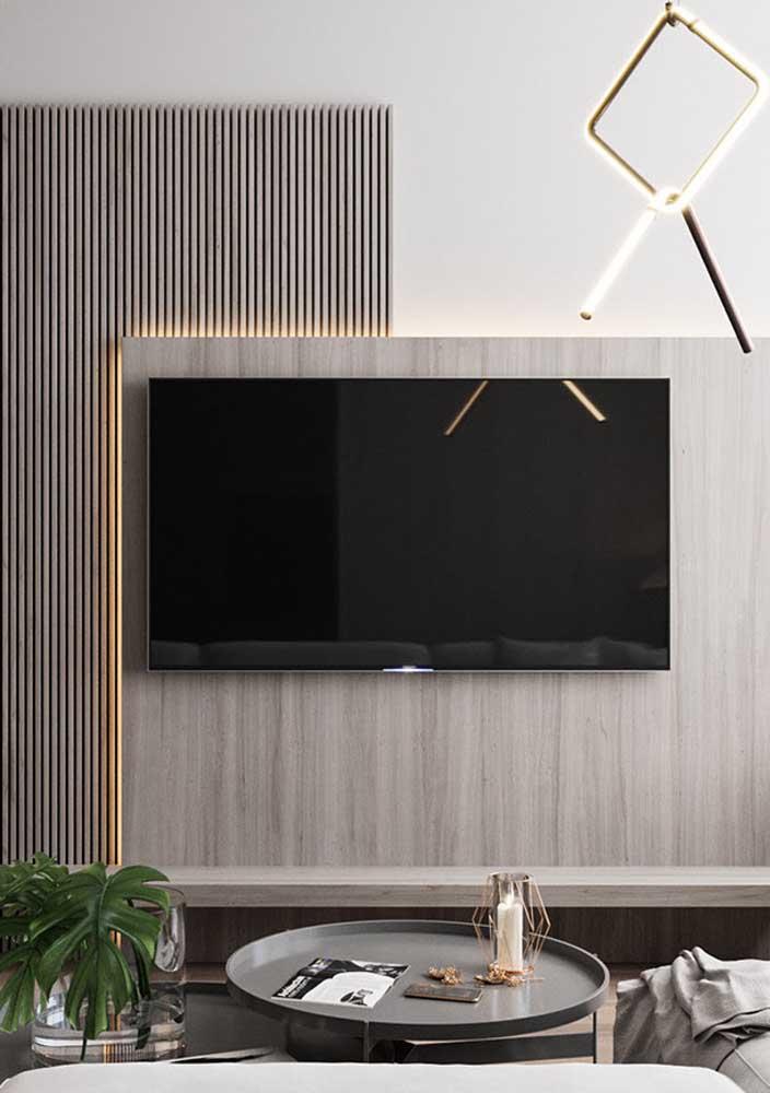 A iluminação embutida faz toda diferença no painel para sala