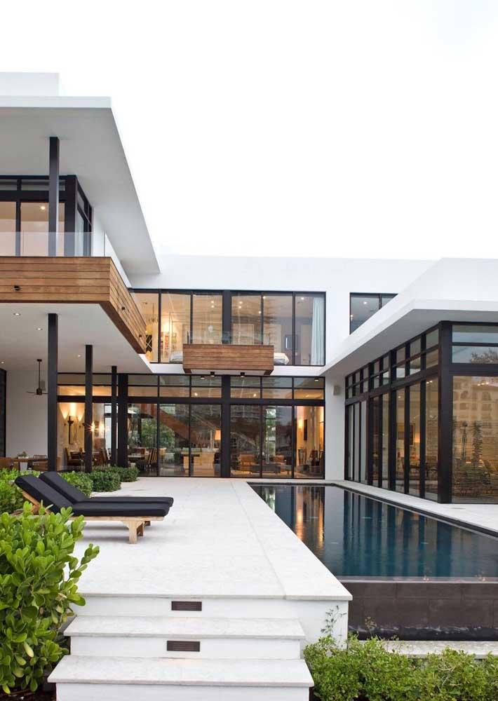 Piso de granito para combinar com a arquitetura da casa