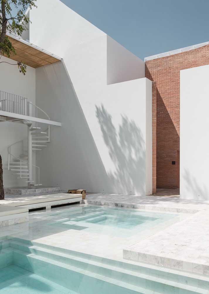 Piso de mármore para piscina: luxo e sofisticação