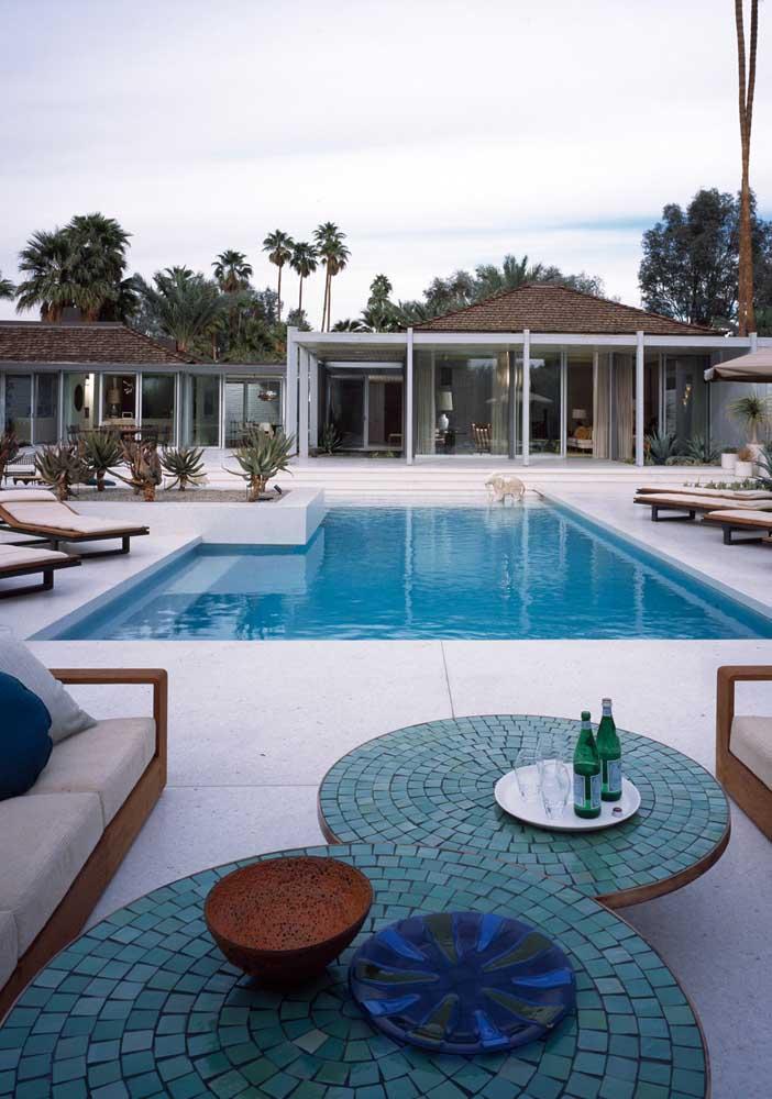 Piso porcelanato para piscina: prefira cores claras para garantir o conforto térmico