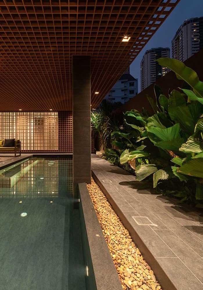 Porcelanato e pedras: uma linda combinação para a área da piscina