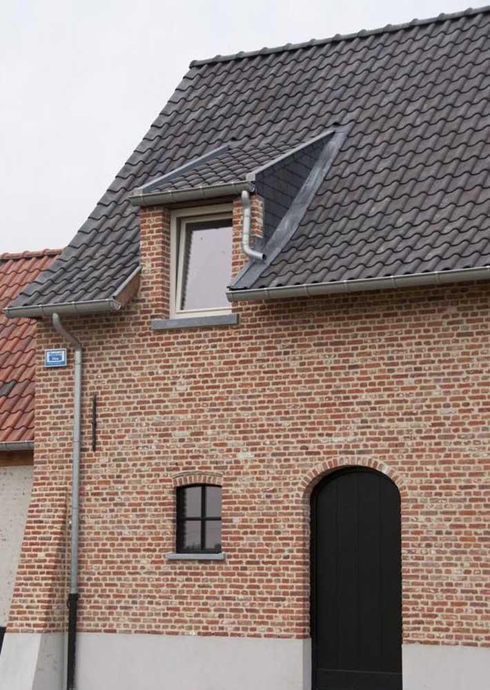 Casa de tijolinho com telhas de concreto