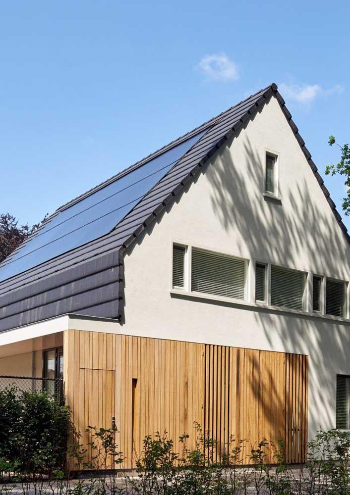 Telhas fotovoltaicas para o telhado de inclinação acentuada