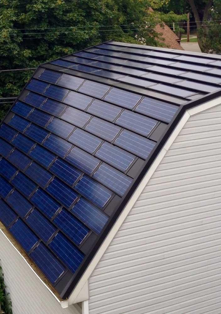 Telha fotovoltaica: investimento que compensa a longo prazo