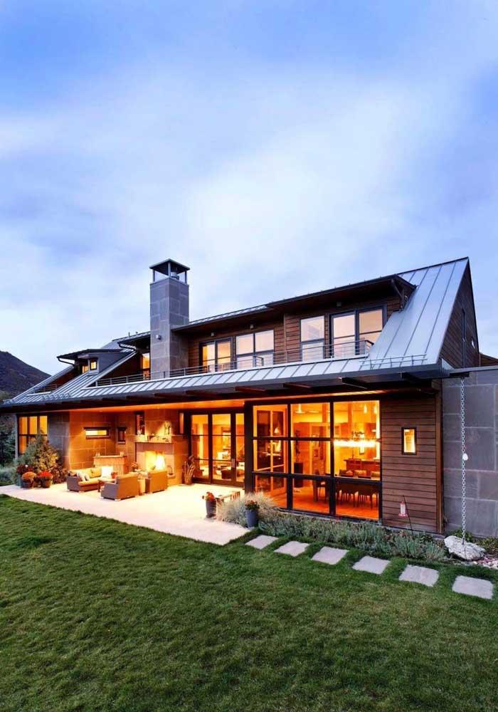 Casa moderna com telhas galvanizadas