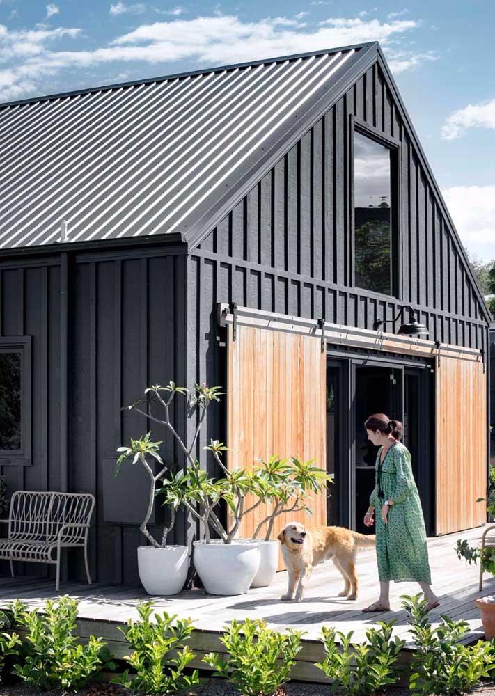 Projetos modernos têm apostado cada vez mais nas telhas metálicas