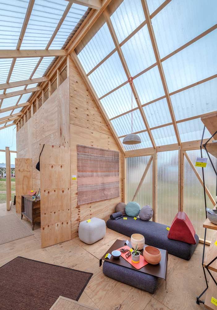 Que tal um telhado todo de telhas translúcidas?