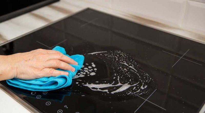 Como limpar cooktop: veja dicas e passo a passo facilitado