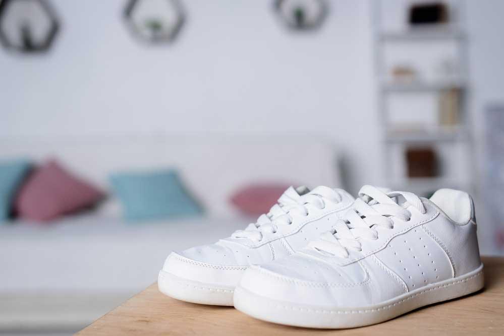 Como limpar tênis branco ou claro