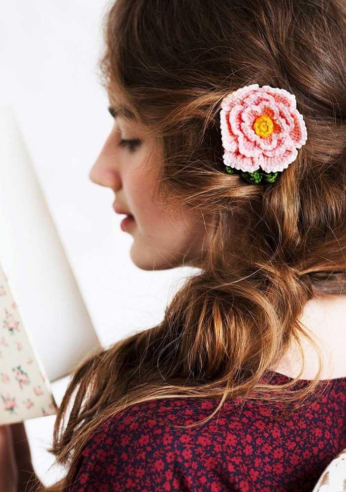 Um prendedor de cabelo é algo bem simples para um iniciante em crochê