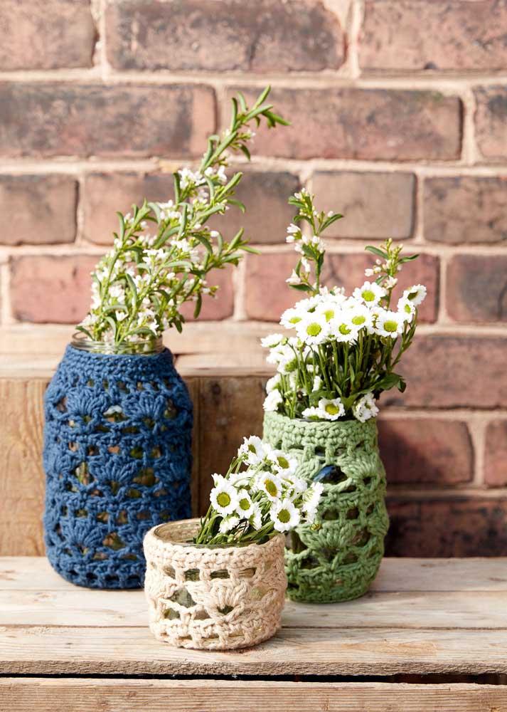Os potes de vidro recicláveis ganham nova cara com as capinhas de crochê