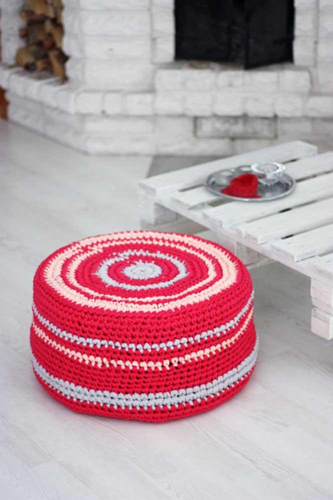 Puff com capa de crochê: uma das peças que mais fazem sucesso na internet