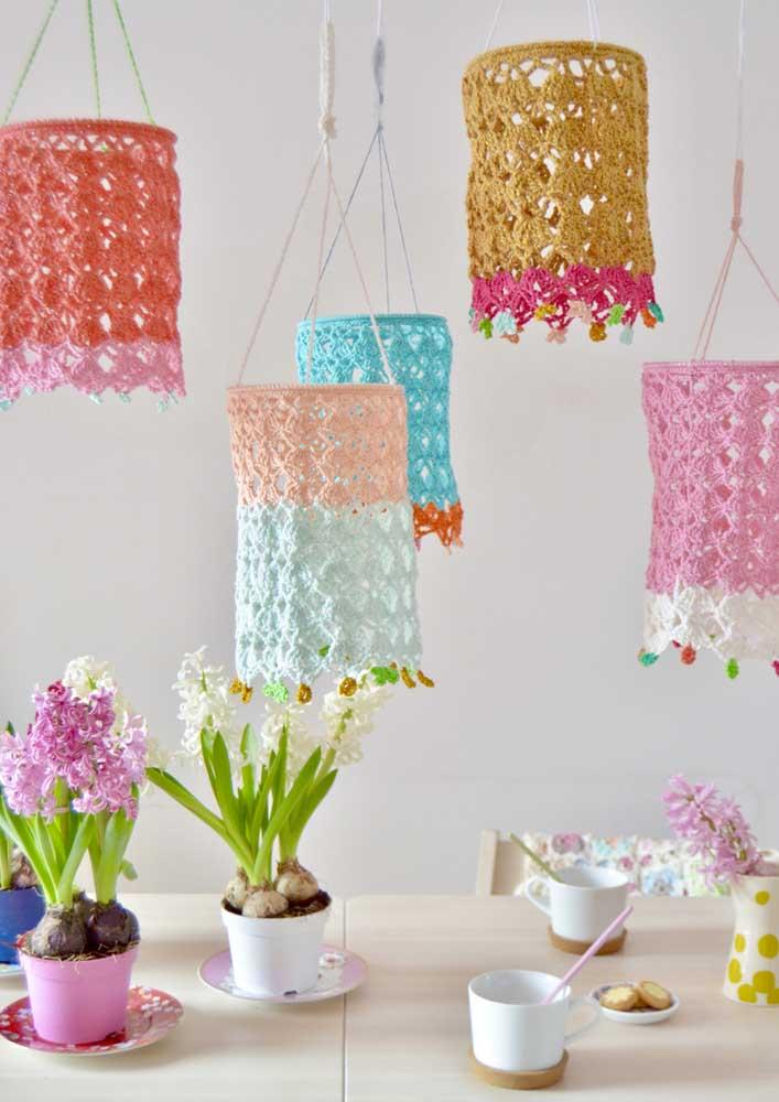 Que lindas essas luminárias de crochê!