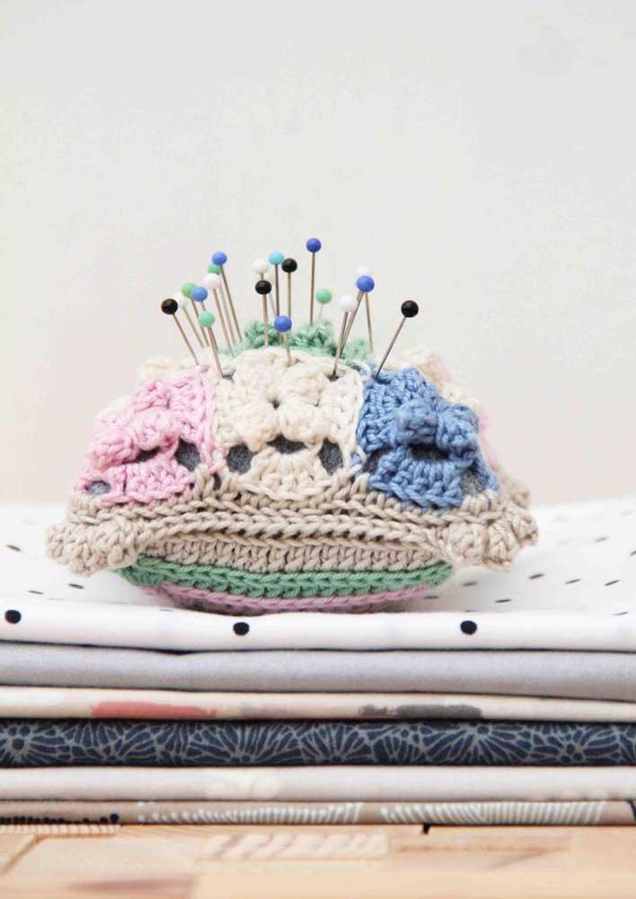E se a intenção é não perder as agulhas, faça uma almofadinha de crochê pra elas