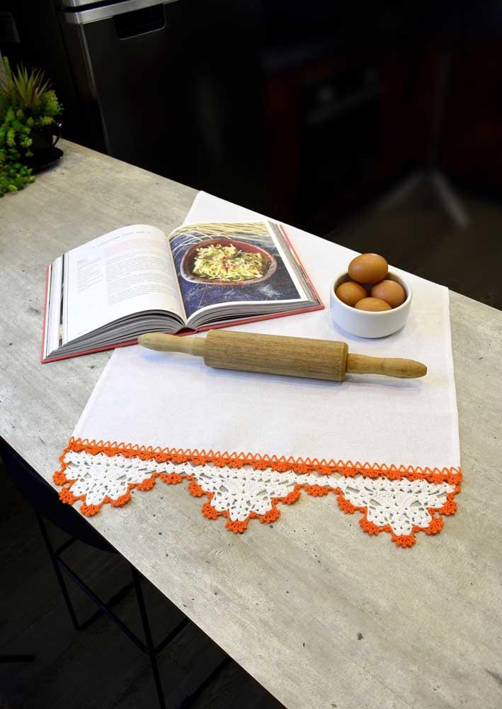 O tradicional biquinho de crochê no pano de prato