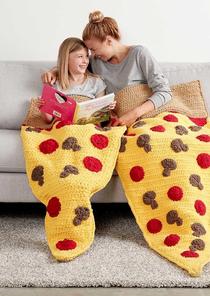 Cobertor de crochê com formato de pizza, afinal, sempre dá para inovar!