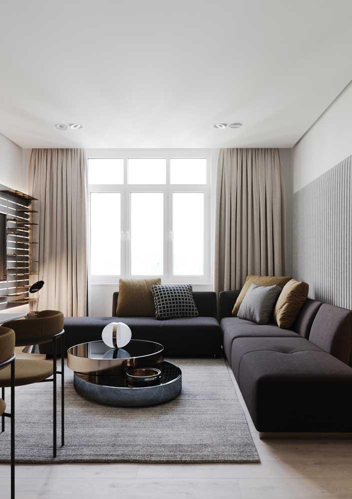 A base clara dessa outra sala garantiu o destaque do sofá preto