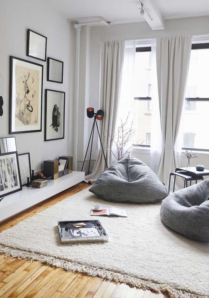 Decoração descontraída e moderna para essa sala pequena