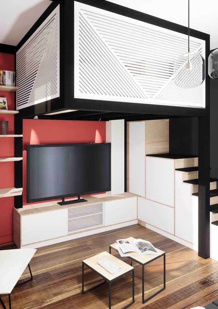 Uma sala super bem resolvida entre o mezanino e a escada