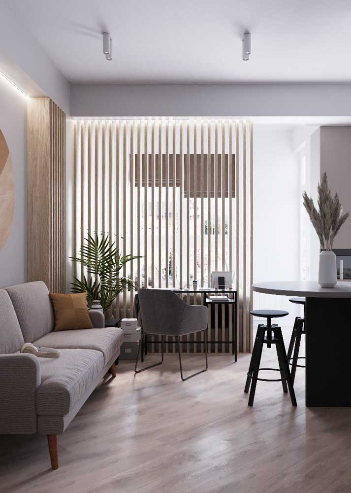 Sala de estar pequena integrada com home office