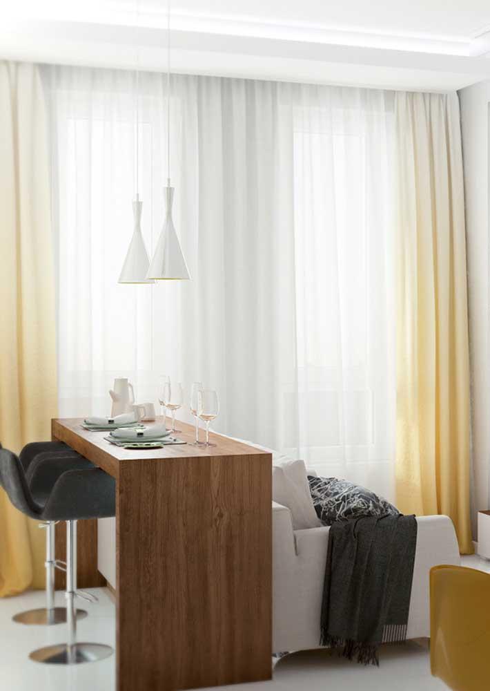 Um balcão para integrar a sala pequena com a cozinha