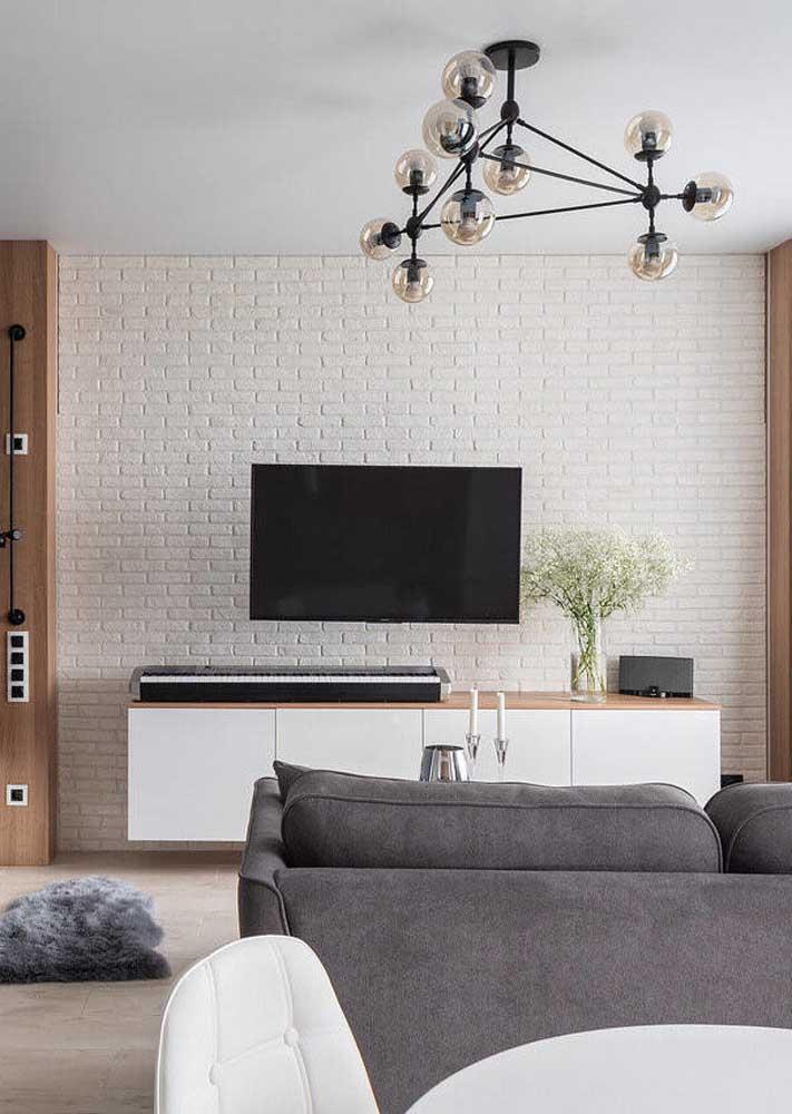 Sala clean, pequena e iluminada