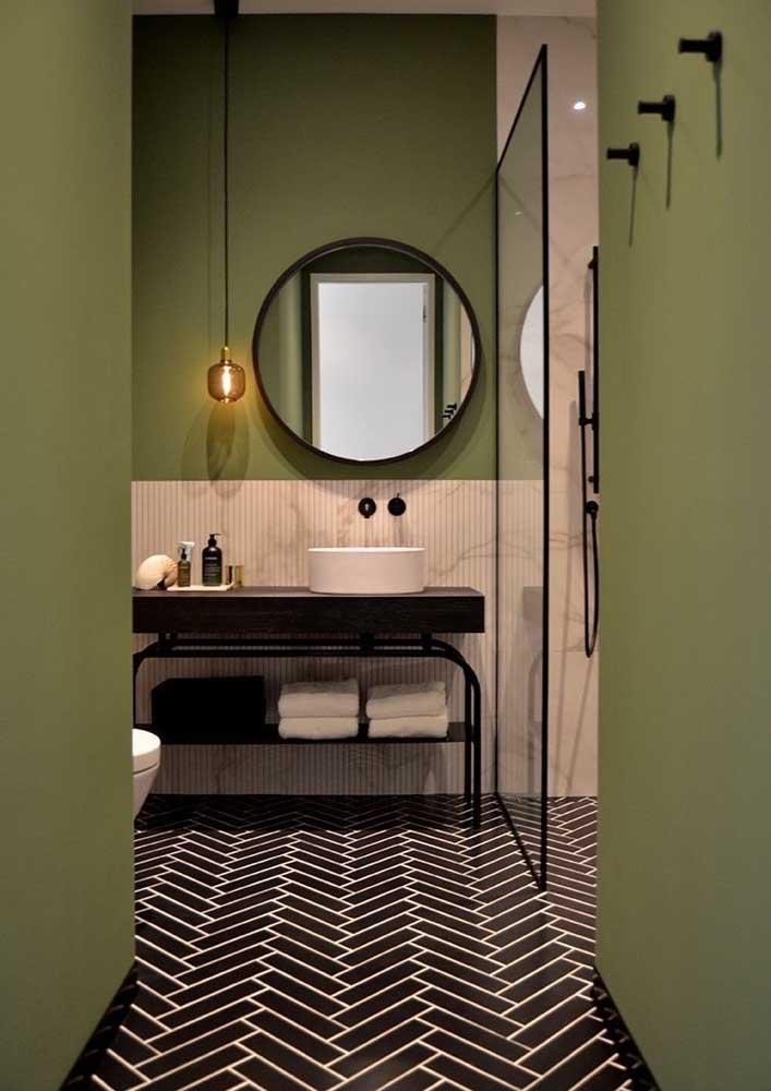 Banheiro decorado moderno. A graça aqui mora no piso e na pintura diferenciada das paredes