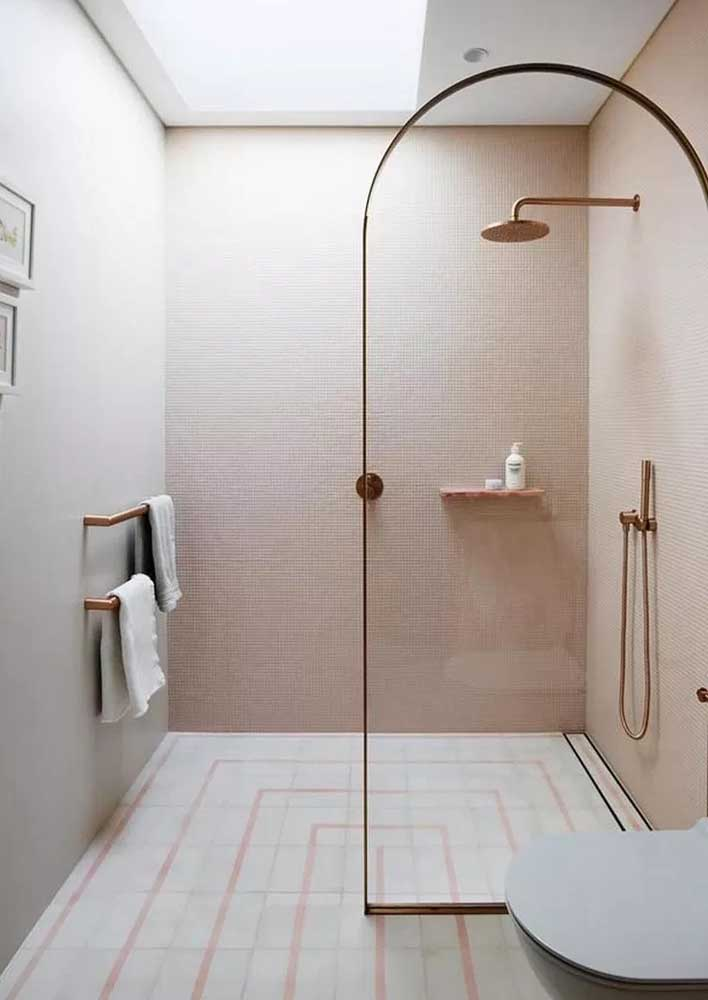 Toque de feminilidade para o banheiro decorado em tons de rosa e dourado