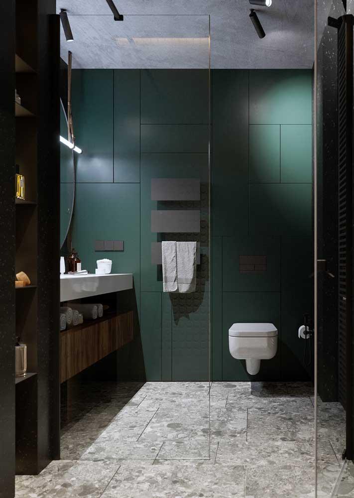 Tons sóbrios e neutros marcam a decoração desse banheiro