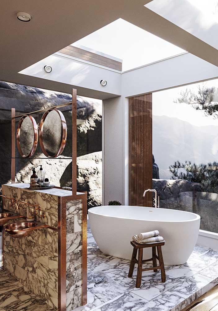 Um banheiro ao ar livre, já pensou?