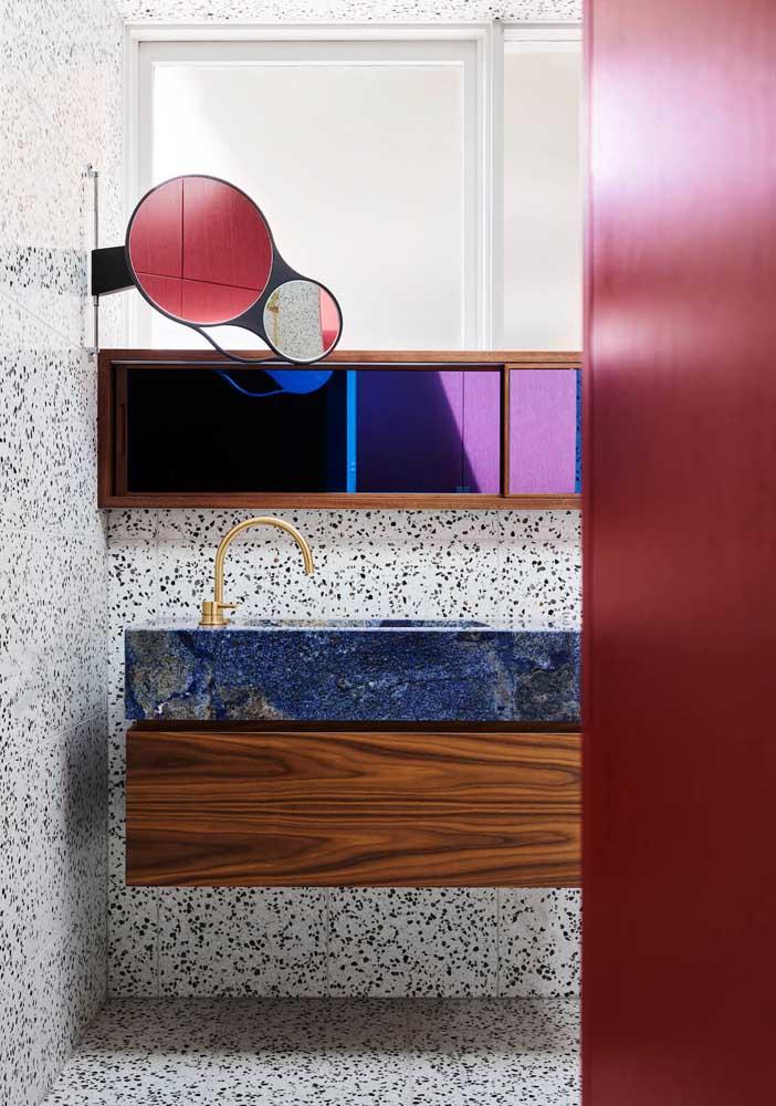 Granilite, mármore e madeira: uma composição cheia de ousadia