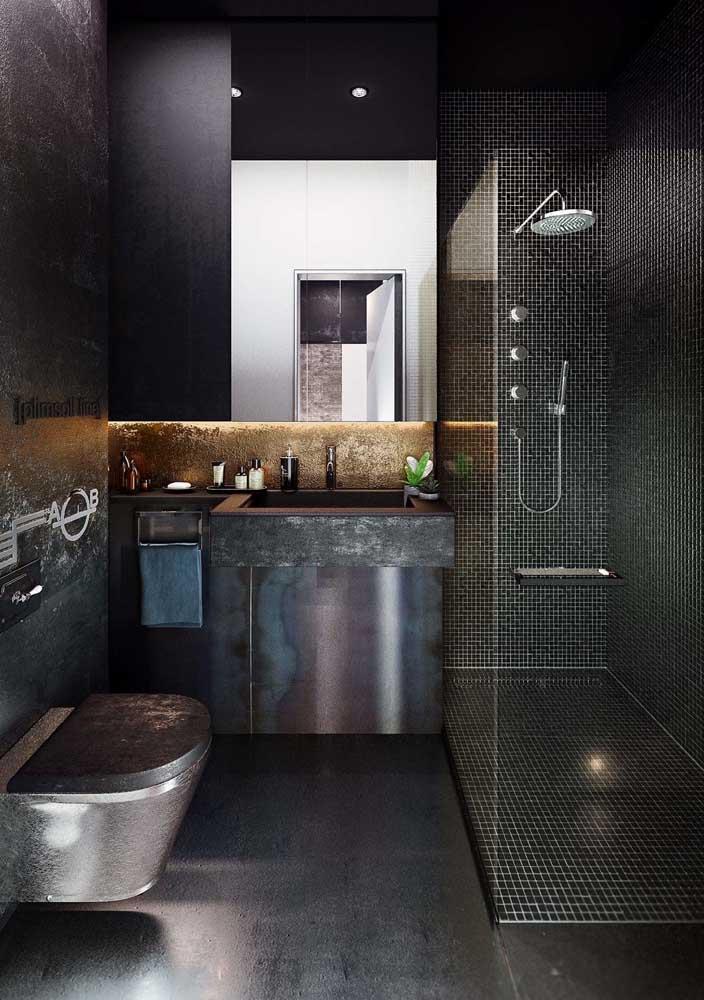 O charme desse banheiro decorado está no aço escovado