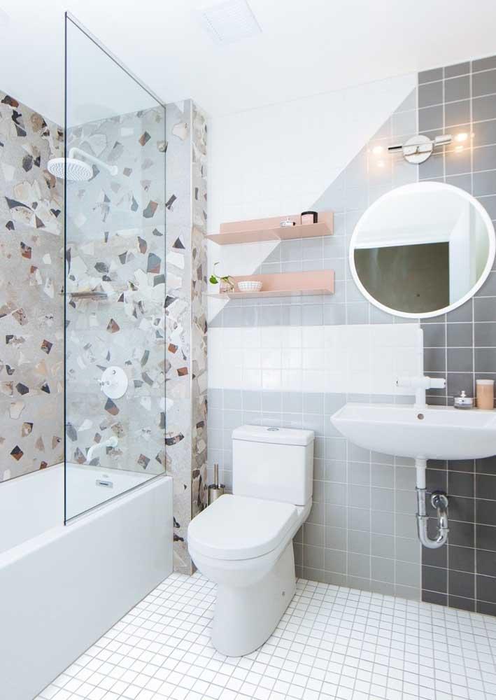 Granilite e azulejos para um banheiro decorado retrô
