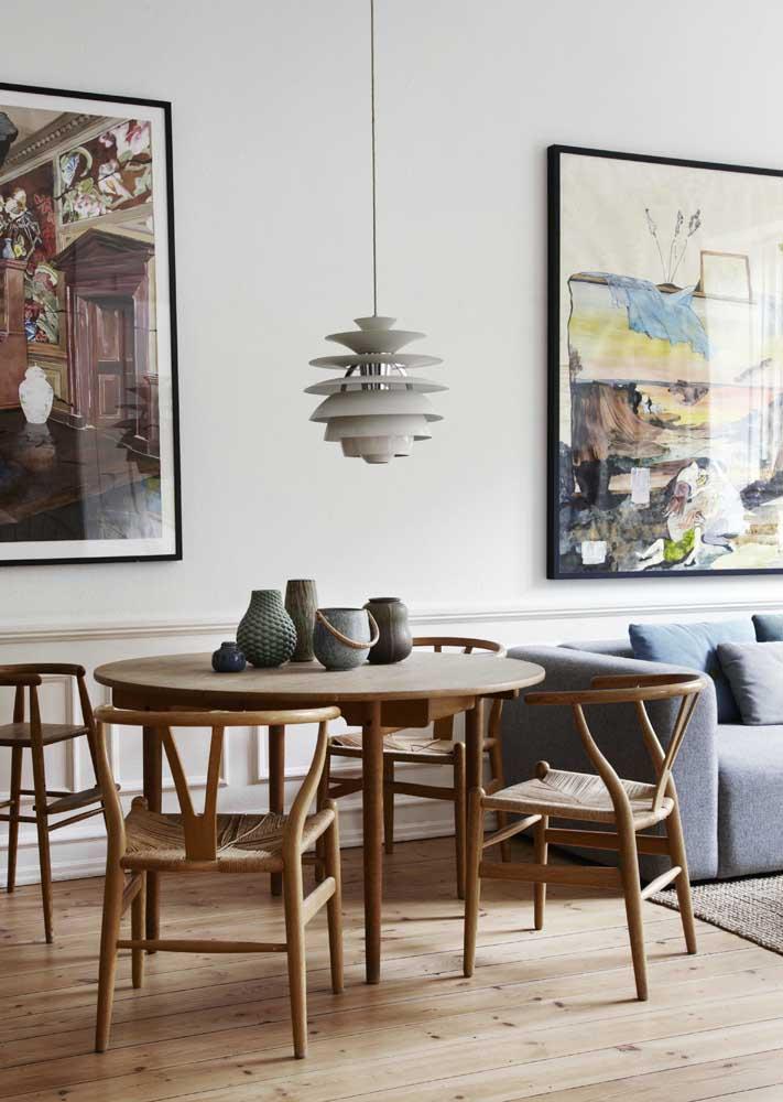Uma instalação artística sobre a mesa de jantar