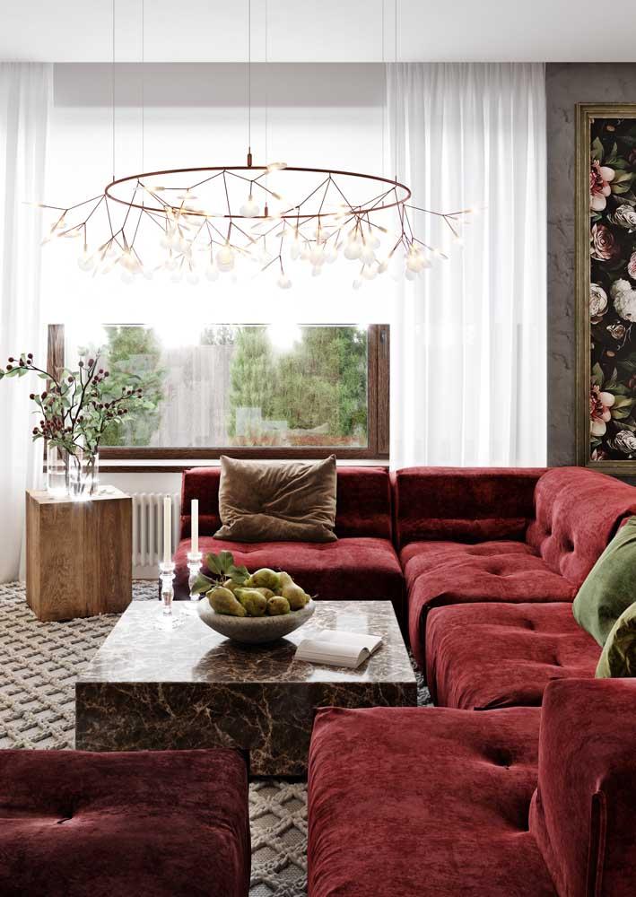 Mesa de centro na sala também pode ser decorada com frutas