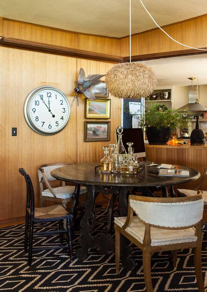 Mini bar na mesa de jantar