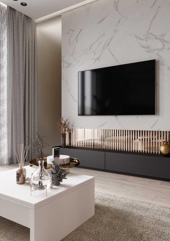 Enfeites de mesa para uma sala de estar elegante e clássica