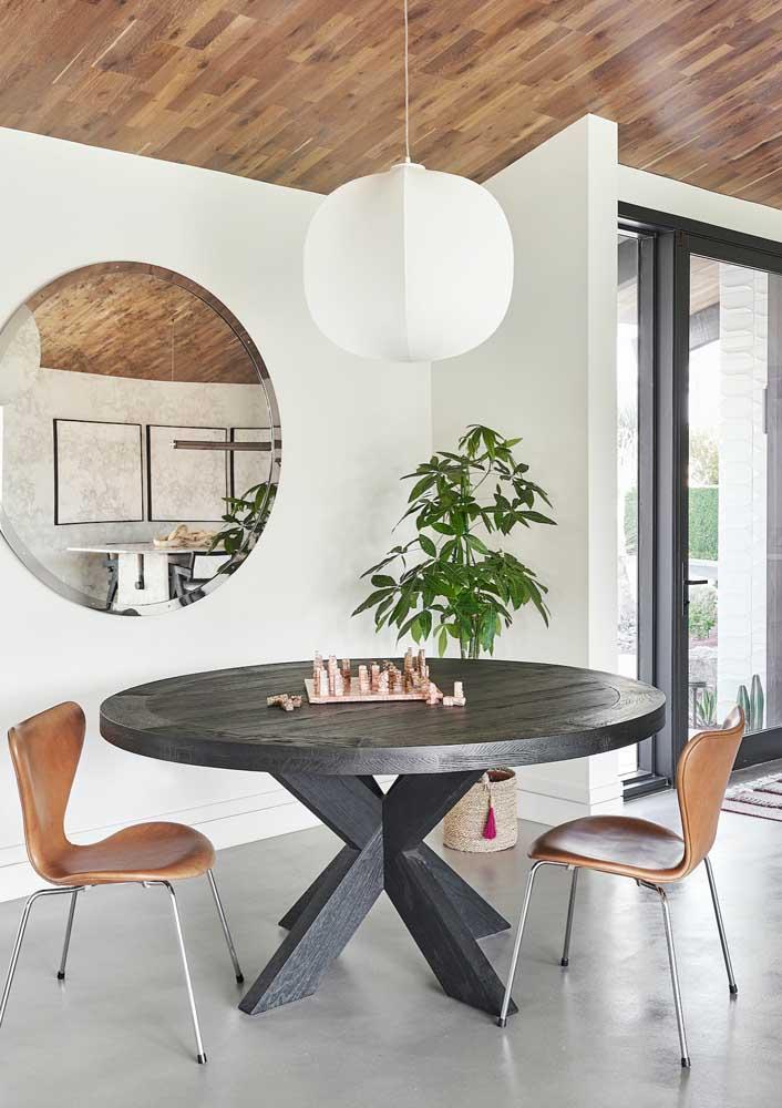 O tabuleiro de xadrez pode ficar sempre lá, em cima da mesa como um enfeite!