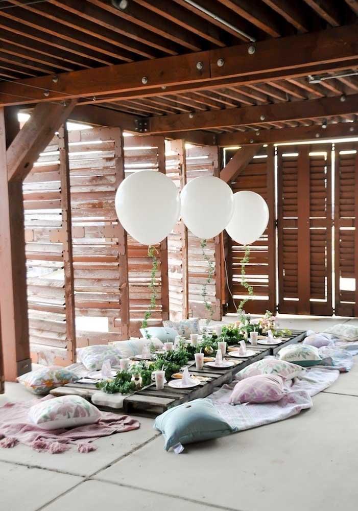 A festa de tema oriental trouxe enfeites de mesa elegantes e delicados