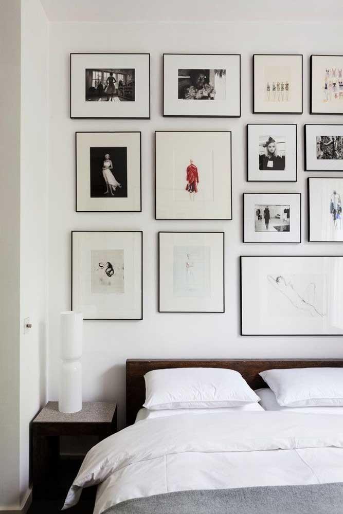 Molduras iguais e instalação simétrica para valorizar o conteúdo dos quadros Tumblr minimalistas