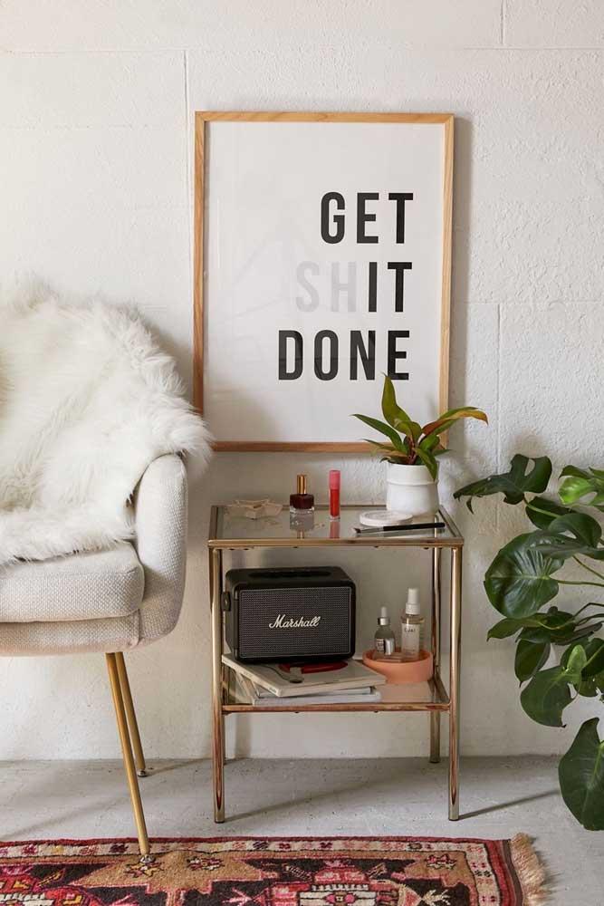 Paredes brancas e vazias são o lugar ideal para expor um quadro Tumblr