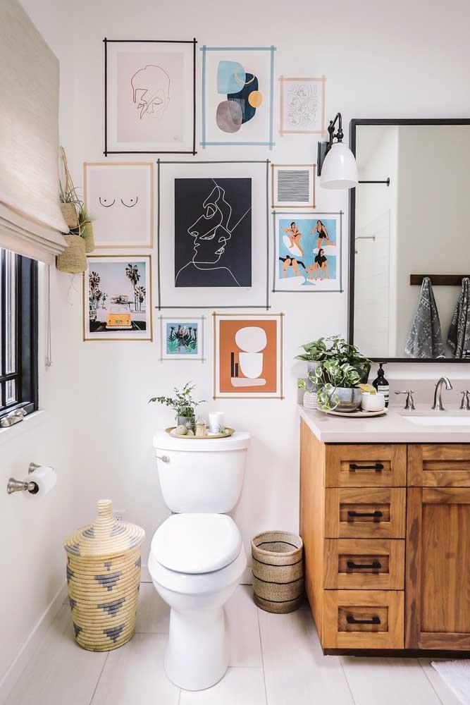 Que tal decorar o banheiro com quadros Tumblr? Fica moderno e descontraído