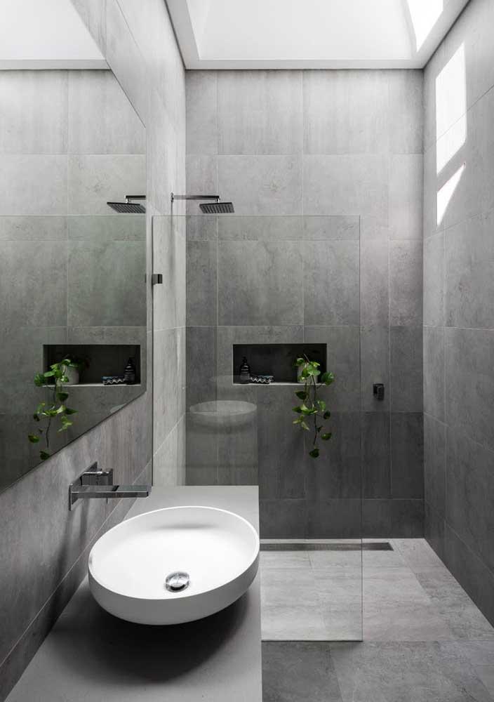 Aqui nesse banheiro o cinza reina absoluto, com exceção da cuba branca