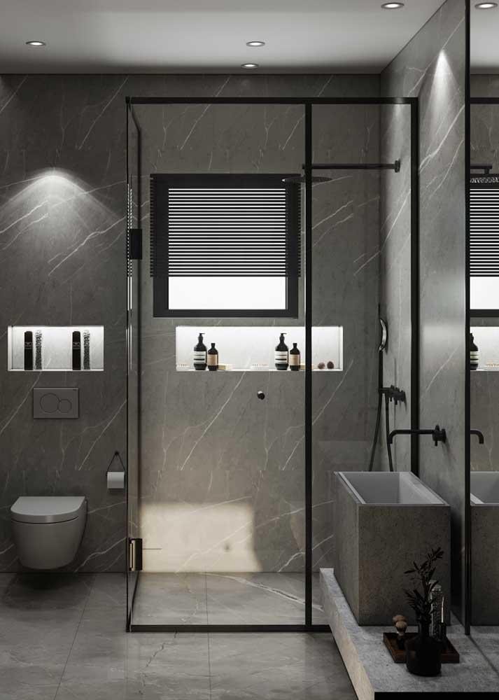 Mas se é modernidade que você procura, então não pense duas vezes: combine o banheiro cinza com detalhes em preto