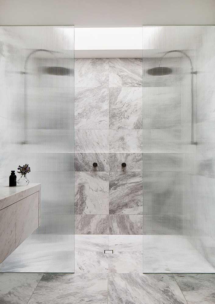 Textura marmorizada para um banheiro cinza chiquérrimo!