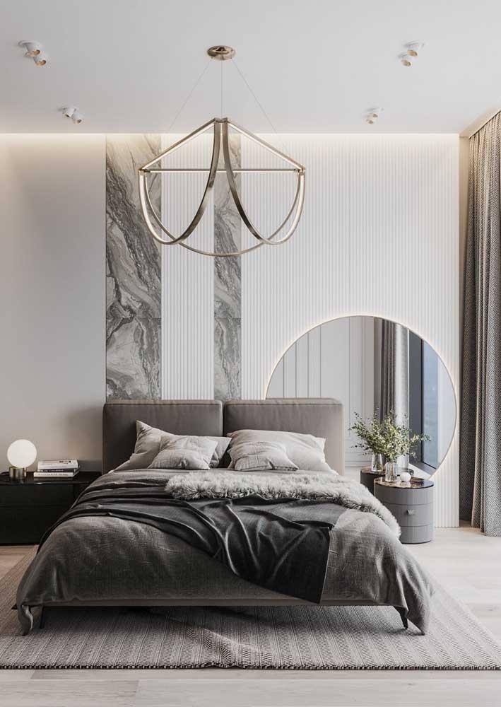 Decoração de quarto de casal moderno e elegante com destaque para o uso das cores neutras e do mármore